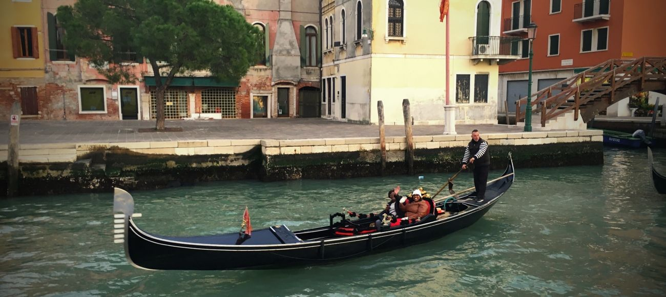 Gondola Ride in Venice during your Private Tour